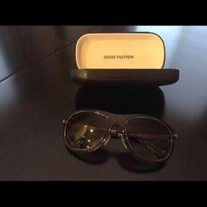 Men's Louis Vuitton Aviator sunglasses